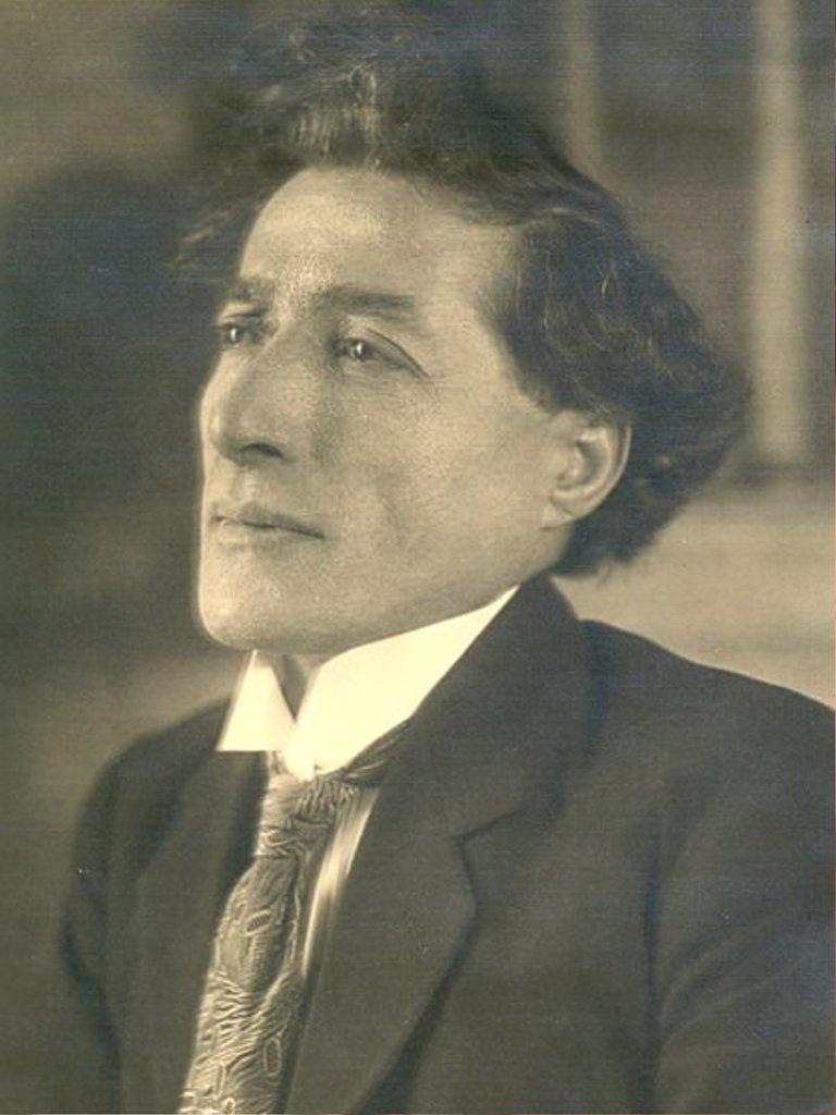 A photograph of Suni