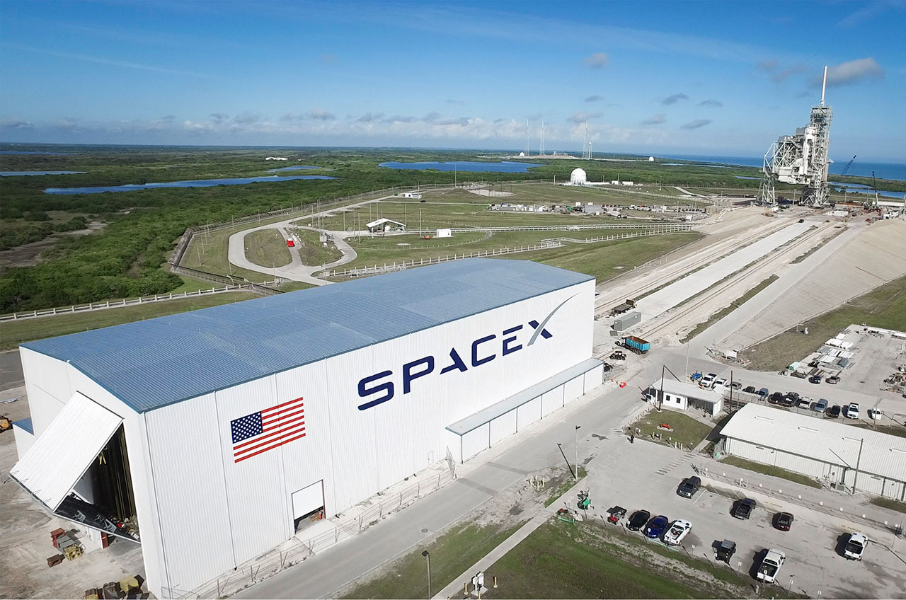 SpaceX w hangar Sept 16.jpg