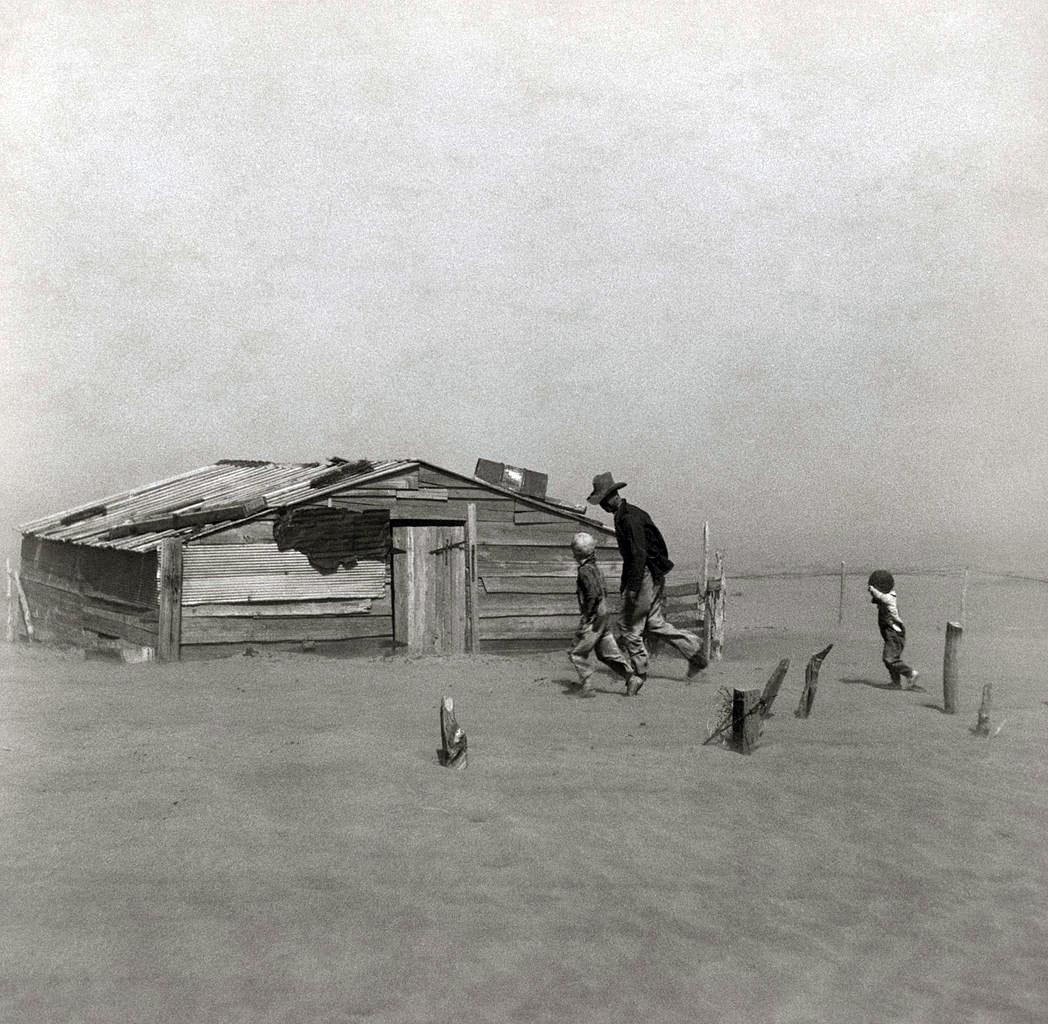 Arthur Rothstein, Farmer walking in dust storm, Cimarron County Oklahoma
