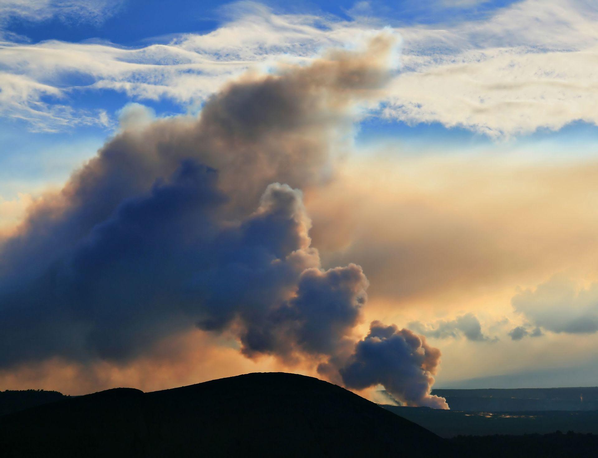 Vog_from_Sulfur_dioxide_emissions-1.jpg