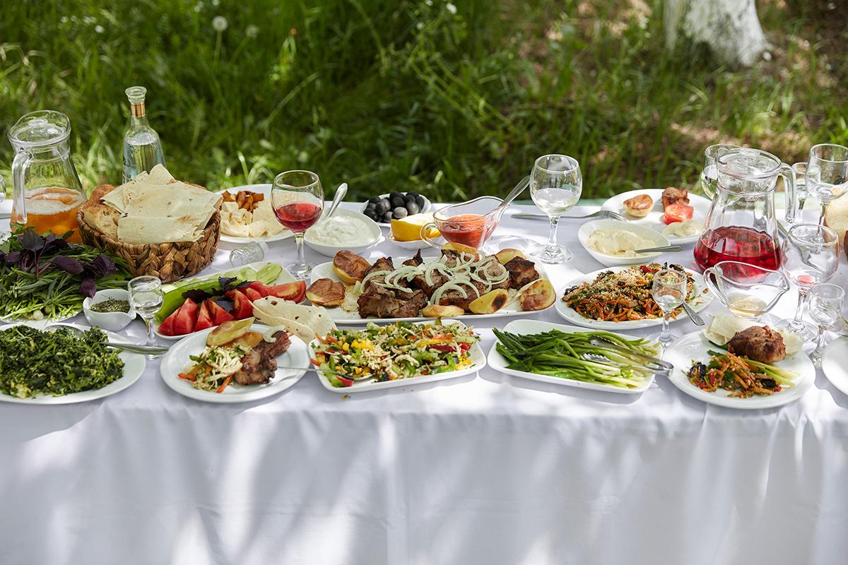A khorovats table spread