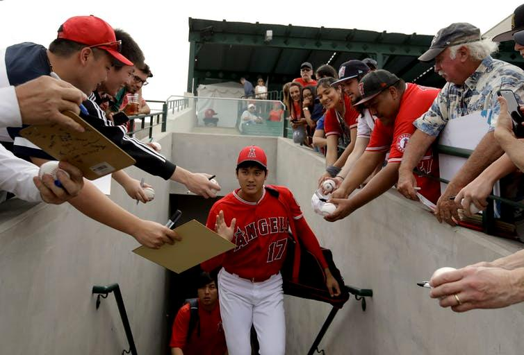 Fans plead for an autograph from Shohei Ohtani