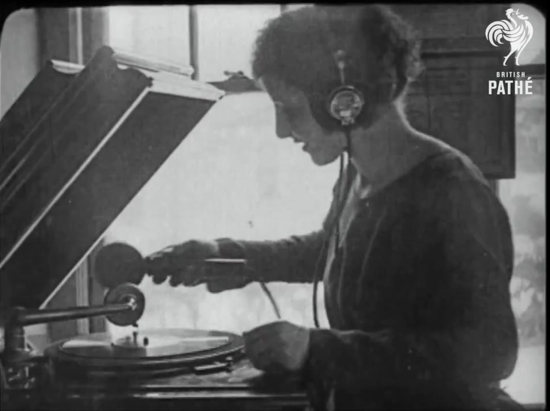 Transmitting the sound of a phonograph