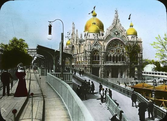 The 1900 Paris Expo's moving sidewalk on the left