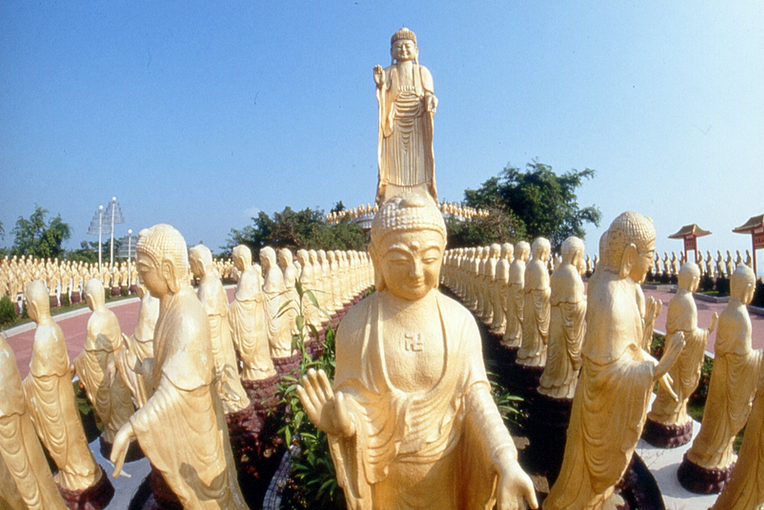 Fo-Guang-Shan-statues.jpg