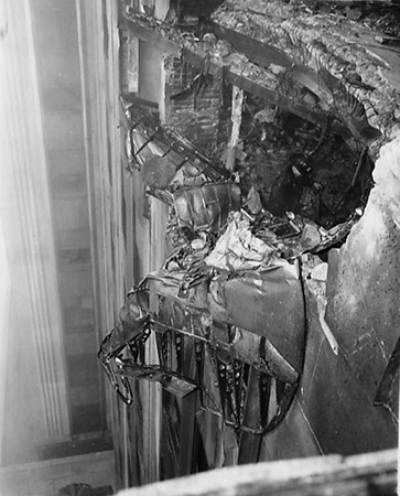 Bomber_Crashed_into_Empire_State_Building_1945_EDIT.jpg