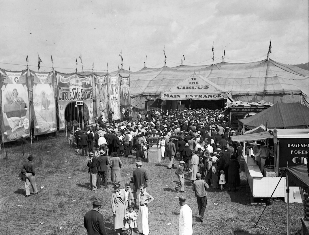 Circus_Midway_Scene_WDL10698.png