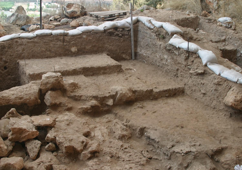 dating of earliest human bones