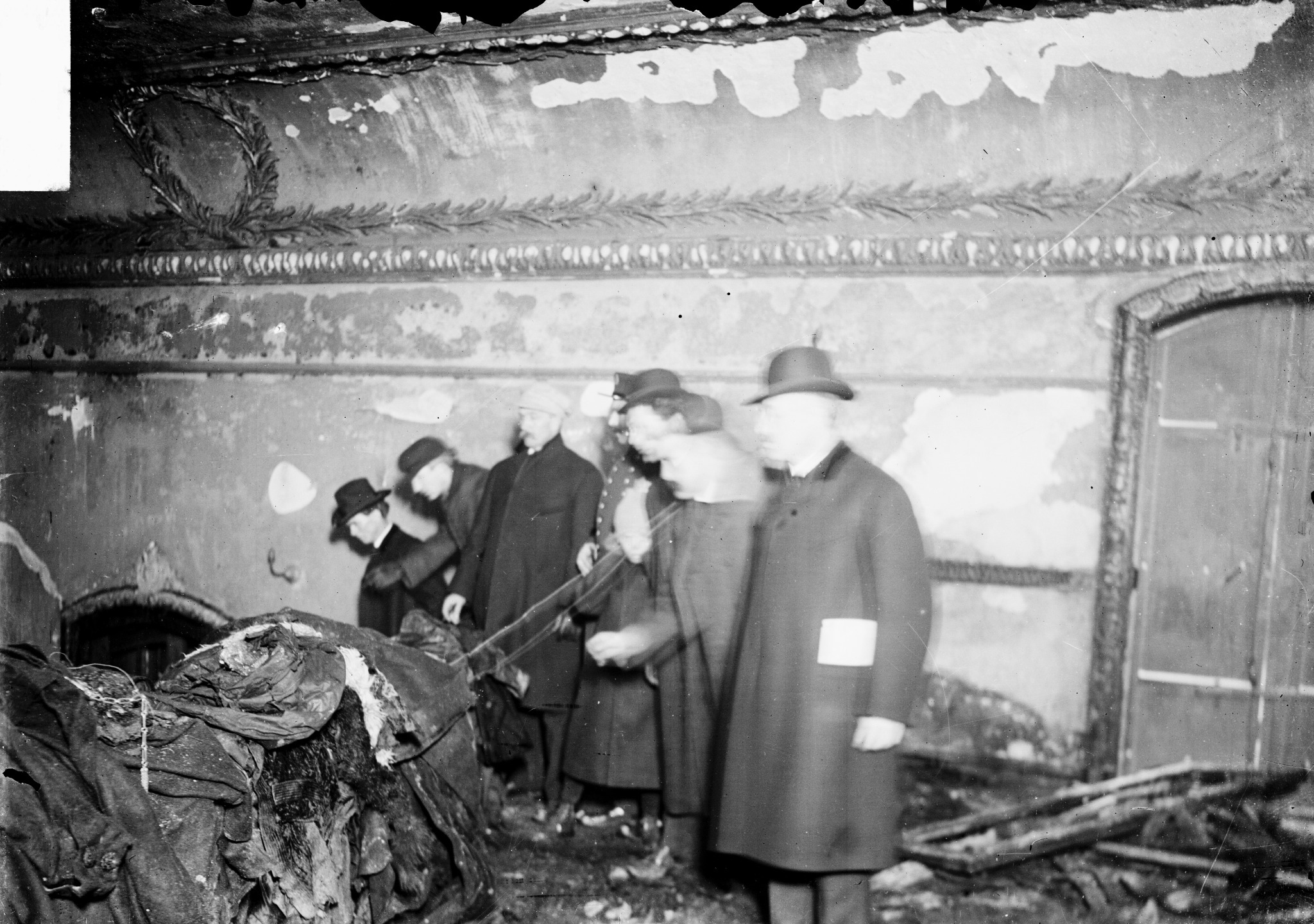 the iroquois theatre disaster Gendisasterscom is a genealogy site, compiling information on the historic disasters, events, and tragic accidents our ancestors endured, as well as, information about their life and death database and records searchable by surname.
