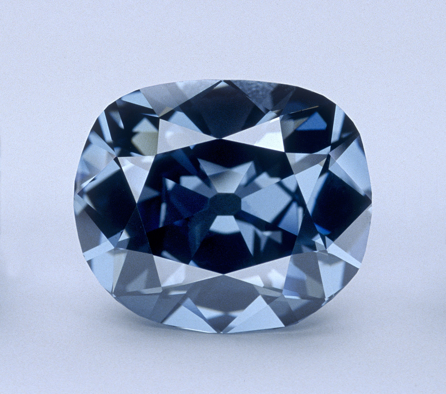 The Hope Diamond Was Once A Symbol For Louis Xiv The Sun King